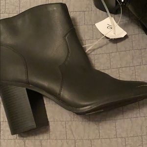 NWT black Express boots size 10